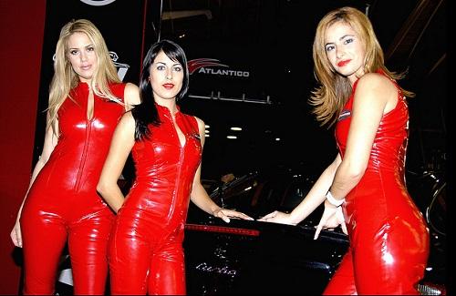 Di-rosso-vestita-mangia-uomini-percepita...o-almeno-così-la-pensano-le-altre-donne