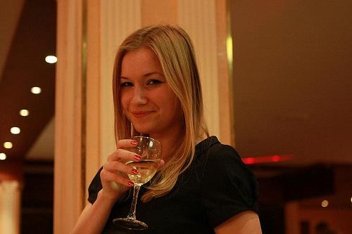 Un-bicchiere-di-vino-e...-diventi-più-bello