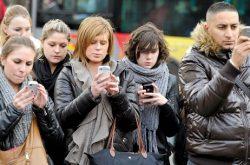 Come mai non riusciamo a fare a meno di continuare a guardare il nostro smartphone?